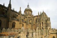 Torre del Gallo (catedral vieja) y cúpula de la catedral nueva. Salamanca